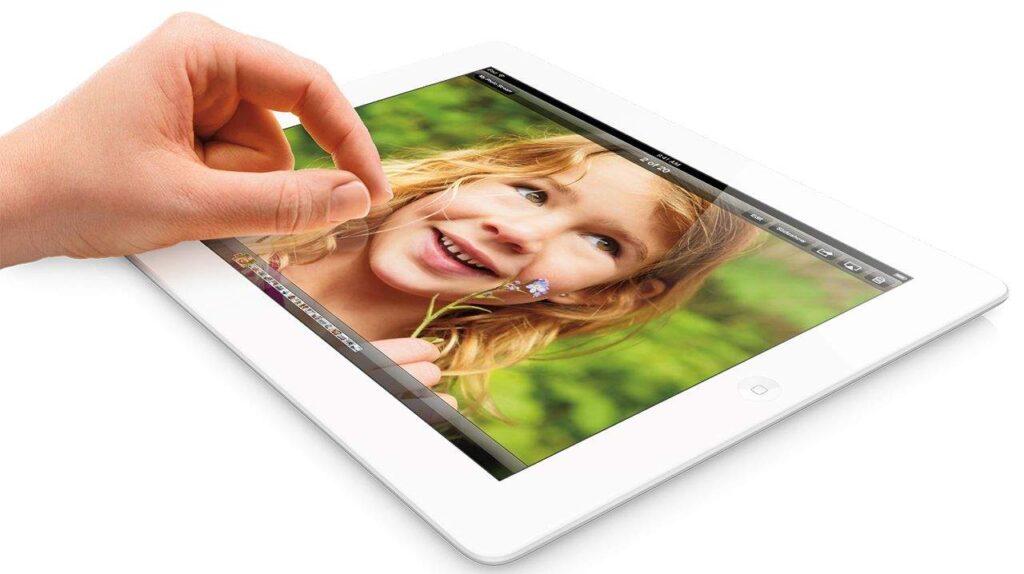 iPad_wRet_Pinch_Wht_Photo_PRINT